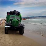 """Болгария. Солнечный берег. Уборка пляжа.""""Захар"""" - ЗИЛ 157, между прочим, 1958 г рождения!"""