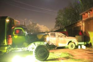 ночь,улица, грузовики